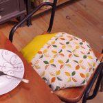 敬老の日のプレゼントに。布団屋さんが丁寧に作ったモダンデザインのチェアパッド。